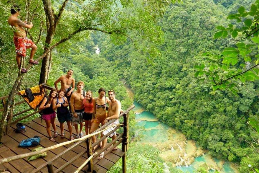 Muchos turistas prefieren sitios con abundante naturaleza. (Foto Prensa Libre: elmurolanquin.net)