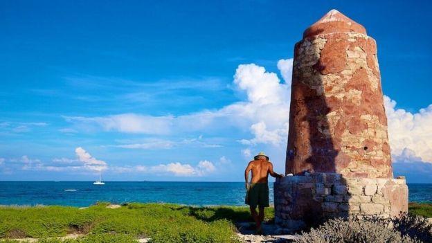 Durante el viaje, el equipo se detuvo en algunas de las islas deshabitadas en el camino. JON NICKSON/EYESPICE.COM