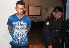<p>Carlos Humberto Arriaza fue capturado en San Benito, Petén, sindicado del robo de motocicletas. (Foto Prensa Libre: Rigoberto Escobar) <br></p>