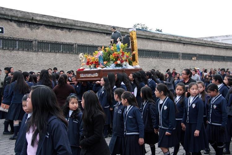 Procesión de Don Bosco recorrió calles de la cabecera de Quetzaltenango. (Foto Prensa Libre: Carlos Ventura)