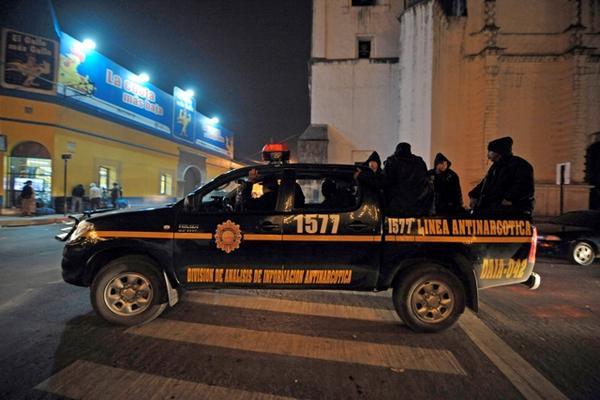 <p>Los nuevos agentes de la Policía patrullan las calles de Alta Verapaz, en el segundo día del estado de sitio decretado por el Gobierno. (Foto Prensa Libre: AFP)<br></p>