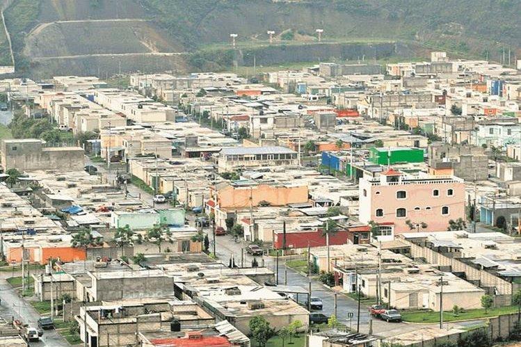 La causa del congestionamiento se debe al incremento de la población y el parque vehicular.