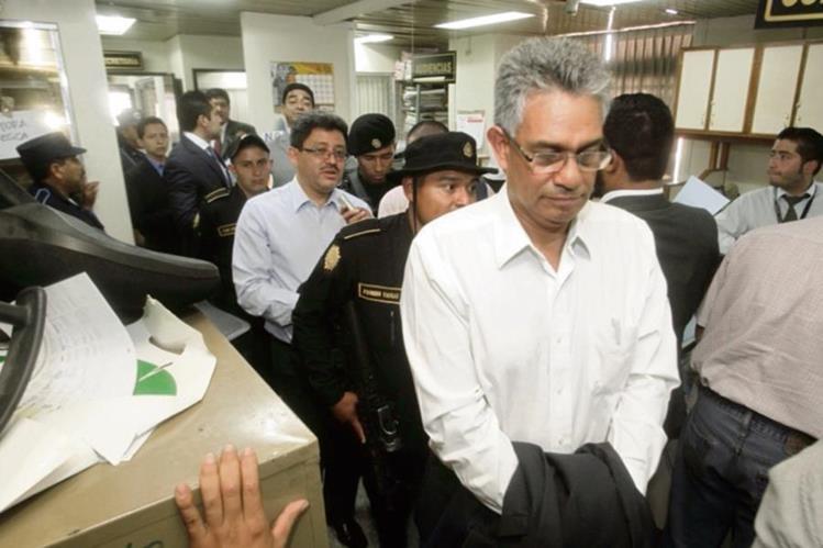 Los exjefes de la SAT Franco y Muñoz —en camisa blanca— encabezaban una estructura ilegal.