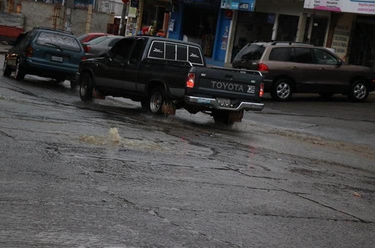 En época de lluvias varios sectores de Xelajú se inundan. (Foto Prensa Libre: María José Longo)