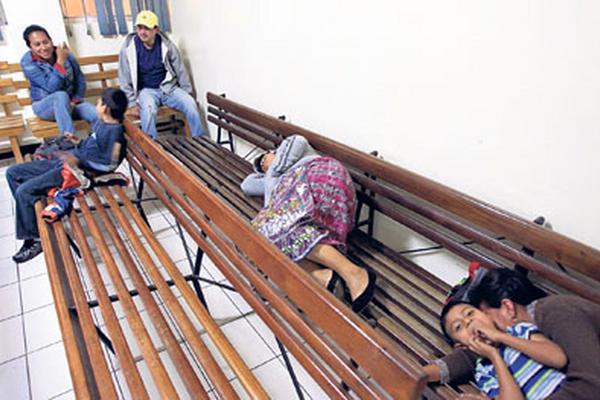 Debido a la crisis en salud, los médicos han cerrado la consulta externa de los hospitales nacionales como medida de presión para exigir abastecimiento de insumos y medicamentos (Foto Prensa Libre: Hemeroteca PL)
