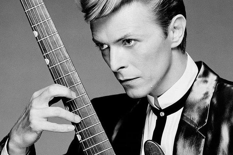 La última actuación en directo de David Bowie fue en 2006 en Nueva York, junto a Alicia Keys. (Foto Prensa Libre: gravedadzero.tv)