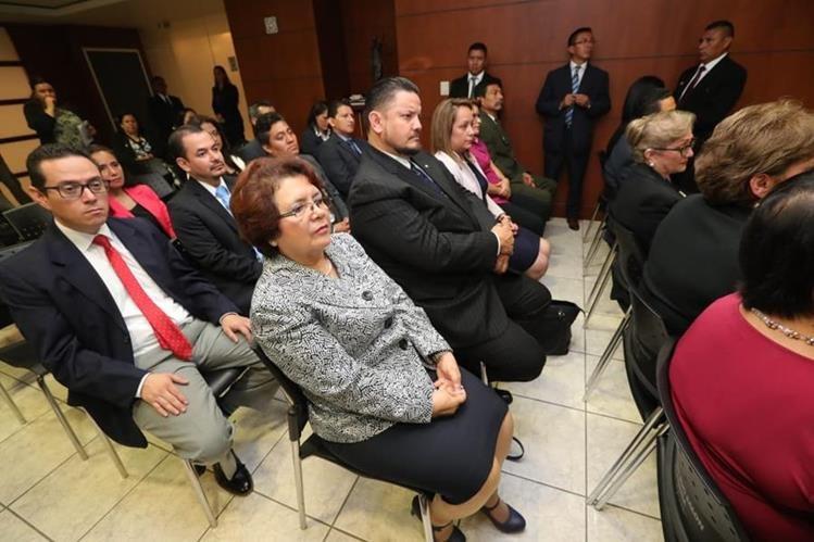 Parte del equipo de trabajo que acompañarán la gestión de María Consuelo Porras al frente del MP. (Foto Prensa Libre: Estuardo Paredes)