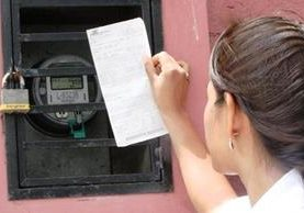A partir de este mes de enero 2017 los usuarios subsidados en tarifa social percibirán aumentos en el cobro de la energía por disminución del subsidio.(Foto, Prensa Libre: Hemeroteca PL)