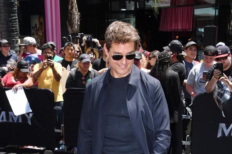 """Tom Cruise reapareció en la premiere del film que protagoniza y que es un remake cinematográfico de """"La momia"""". (Foto Prensa Libre: AFP)"""