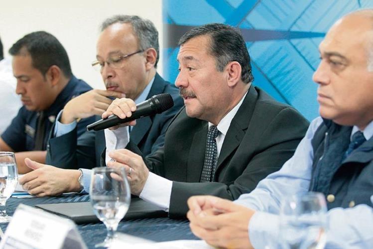las autoridades de la SAT y de Tránsito anunciaron ayer la realización de operativos conjuntos a partir del sábado 1 de agosto, para verificar el pago.