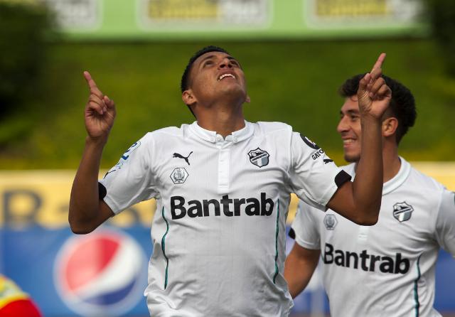 Gerson Tinoco ha sido clave para el equipo de Comunicaciones en el torneo Apertura 2016. (Foto Prensa Libre: Hemeroteca)