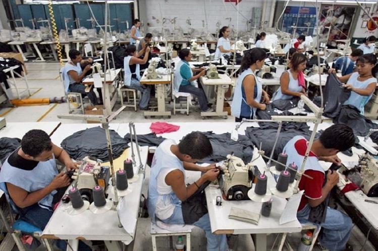 Los empleados de la maquila reciben un menor salario mínimo. (Foto Prensa Libre: Hemeroteca PL)