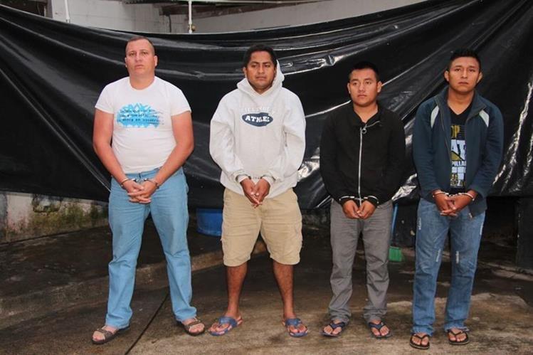 Los agentes capturados son presuntos responsables de asaltar a personas no videntes en la Ruta al Atlántico.