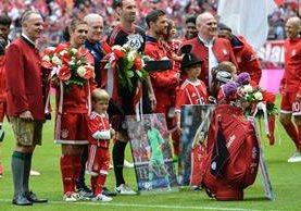 El Bayern realizó un homenaje a Lahm y Alonso, dos jugadores con un palmarés futbolístico impresionante. (Foto Prensa Libre: AFP)