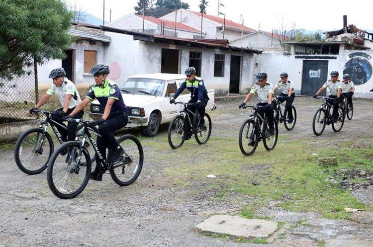 Los agentes aprendieron estrategias para mejorar su trabajo. (Foto Prensa Libre: Carlos Ventura).