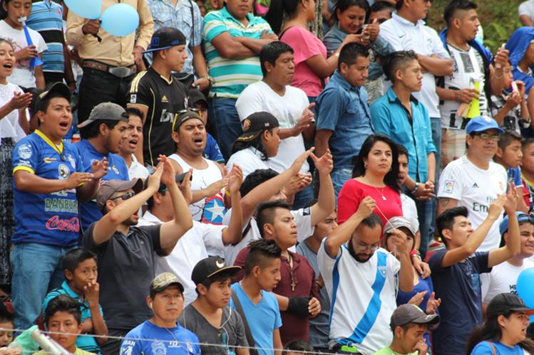 En seis partidos de local, Cobán Imperial congregó a más de 19 mil personas en el estadio Verapaz. (Foto Prensa Libre: Eduardo Sam chun)