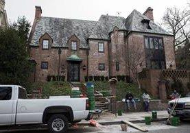 Ésta es la casa donde el expresidente Barack Obama y su familia residen desde que él dejó el cargo. (Foto Prensa Libre: EFE).
