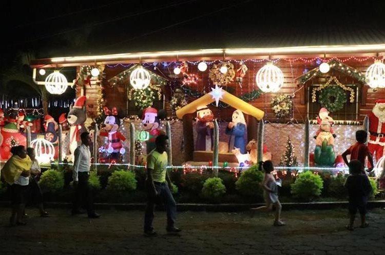 Nacimiento en San Pablo Jocopilas es atracción para niños y adultos. (Foto Prensa Libre: Cristian Soto).