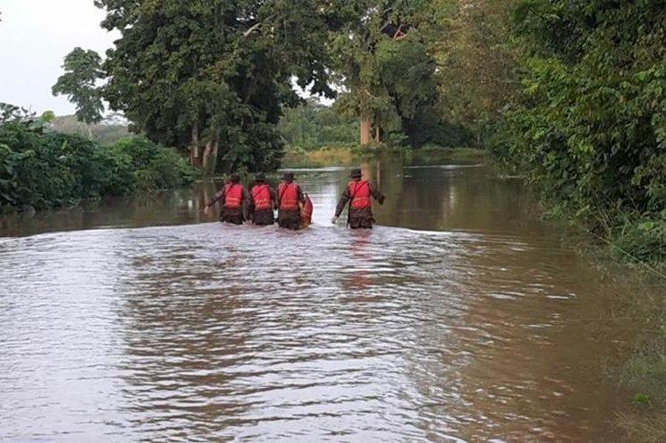 Una de las áreas inundadas en San José La Máquina, Suchitepéquez. (Foto Prensa Libre: Melvin Popá)