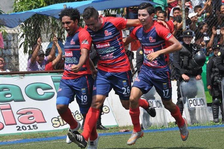 Así celebraron los jugadores de Malacateco. (Foto Prensa Libre: Alexander Coyoy)