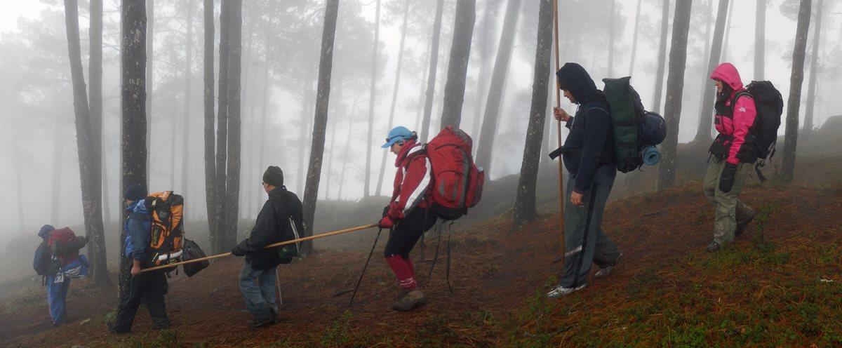 Personas no videntes escalaron el volcán Tajumulco. (Foto Prensa Libre: Christian Rodríguez)