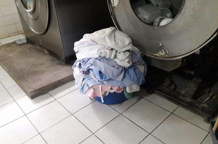 Las lavadoras del hospital se paralizan con cada corte de energía. (Foto Prensa Libre: Hugo Oliva)