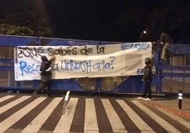 El grupo estudiantil universitario EPA,se atribuye la ocupación de la Usac, en zona 12 capitalina. (Foto Prensa Libre: Twitter)