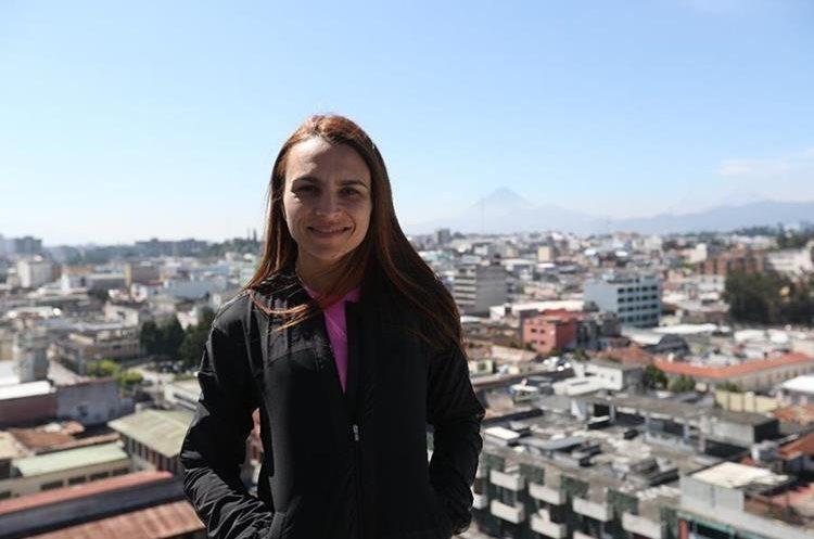 El 20 de diciembre Alejandra Duarte espera concluir el reto de las 37 cumbres. (Foto Prensa Libre: Jorge Ovalle)
