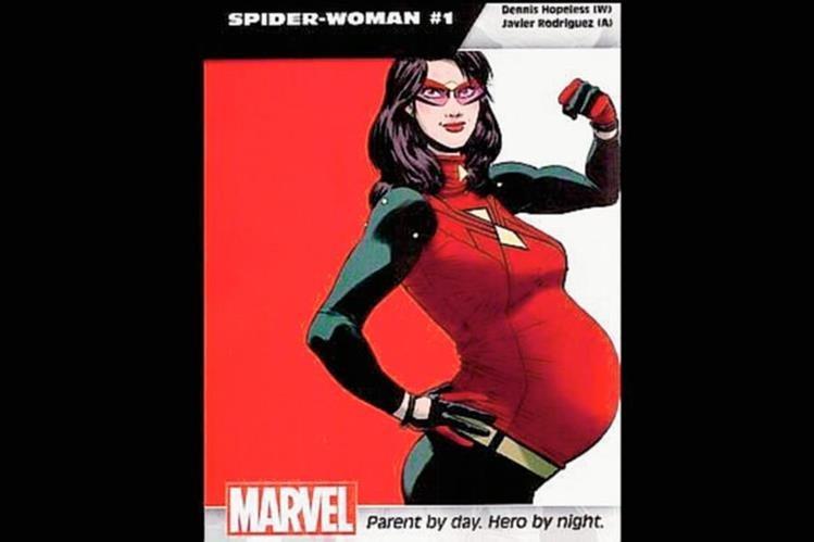 La superheroína de Marvel luce con orgullo su gestación.