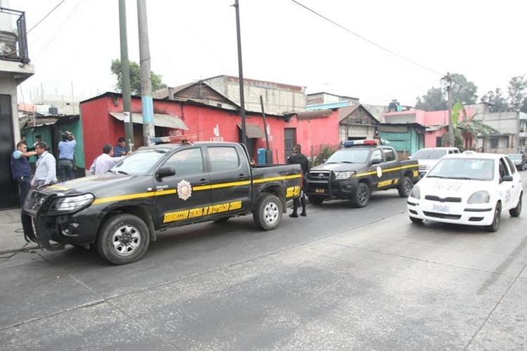 Operativos en busca de extorsionistas en la colonia Carolingia, zona 6, Mixco. (Foto Prensa Libre: Érick Avila)