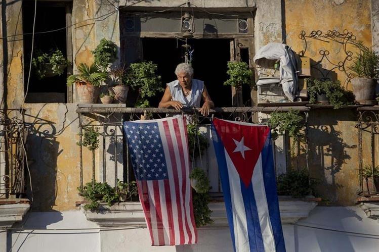 Los servicios de correspondencia y encomiendas entre ambos países estaban suspendidos hace medio siglo. (Foto Prensa Libre: AP).