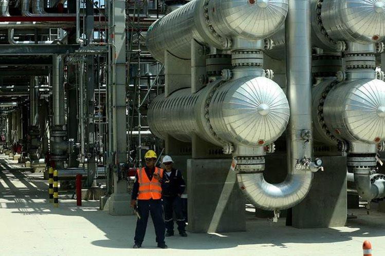 Instalaciones de la refinería de Cartagena. (Foto Prensa Libre: EFE)