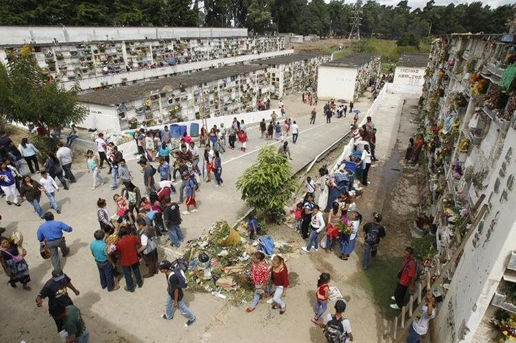 Acomodar los horarios en los cementerios públicos tiene con fin establecer un control y evitar incidentes durante las inhumaciones.(Foto Prensa Libre: Hemeroteca PL)