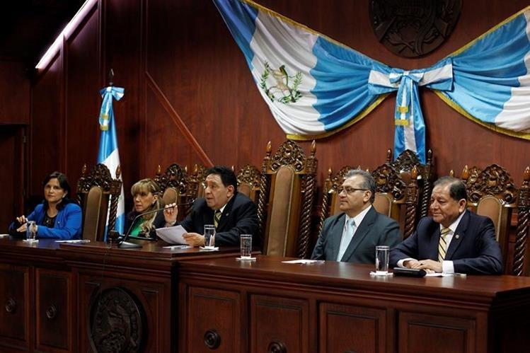 Magistrados de la Corte de Constitucionalidad durante la conferencia de prensa. (Foto Prensa Libre: Paulo Raquec)