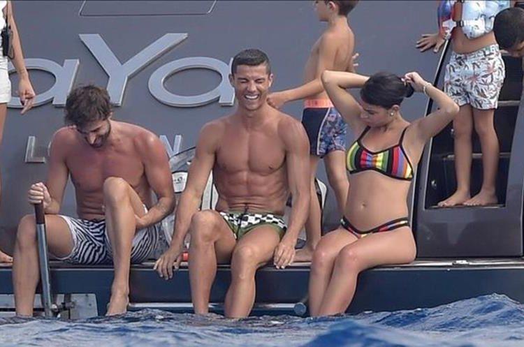 Cristiano y Georgina durante sus vacaciones en julio anterior. (Foto Redes).