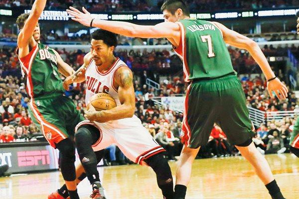 Derrick Rose en el partido del sábado ante los Bucks de Milwaukee. (Foto Prensa Libre: Efe).