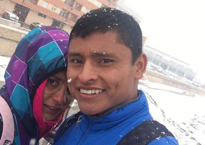 Mira Ortíz y Érick Barrondo sonríen después del trabajo realizado este jueves con una temperatura de -1°C. (Foto Prensa Libre: Cortesía Érick Barrondo)
