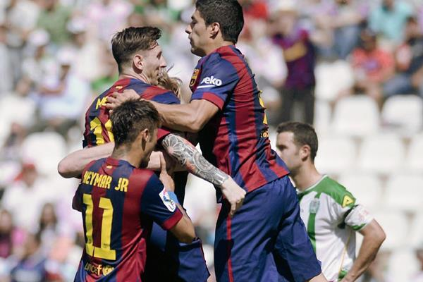 El Barcelona sigue firme en su búsqueda de coronarse campeón. (Foto Prensa Libre:EFE)