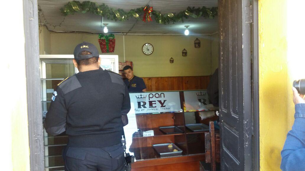 Panadería afectada durante el saqueo de negocios en la zona 1 de Xela. (Foto Prensa Libre: María José Longo)
