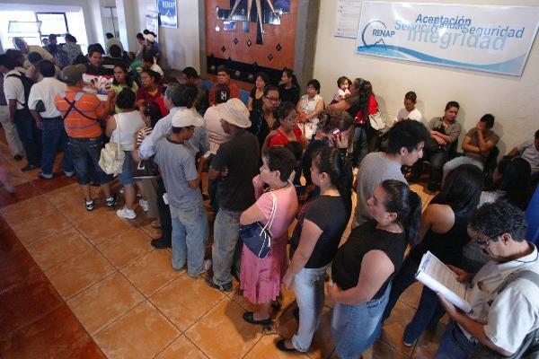 Luego de obtener el DPI, los ciudadanos deben actualizar sus datos en el padrón electoral del TSE.