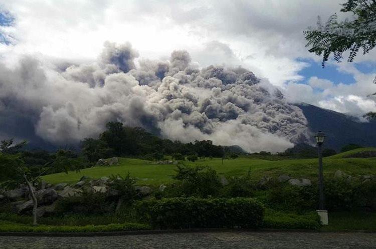 Espectacular erupción del Volcán de Fuego el 5 de mayo último. (Foto Prensa Libre: Hemeroteca PL)