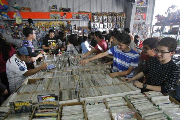 Los stands para adquirir cómics fueron de los más visitados en la XpoComicon Guatemala, en el Parque de la Industria. (Foto Prensa Libre, Paulo Raquec)