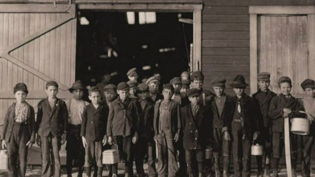 Desde un principio, Hines asumió la fotografía como una forma de documentar la realidad social. (Foto: Lewis Hines / Cortesía del Archivo Nacional de Estados Unidos)