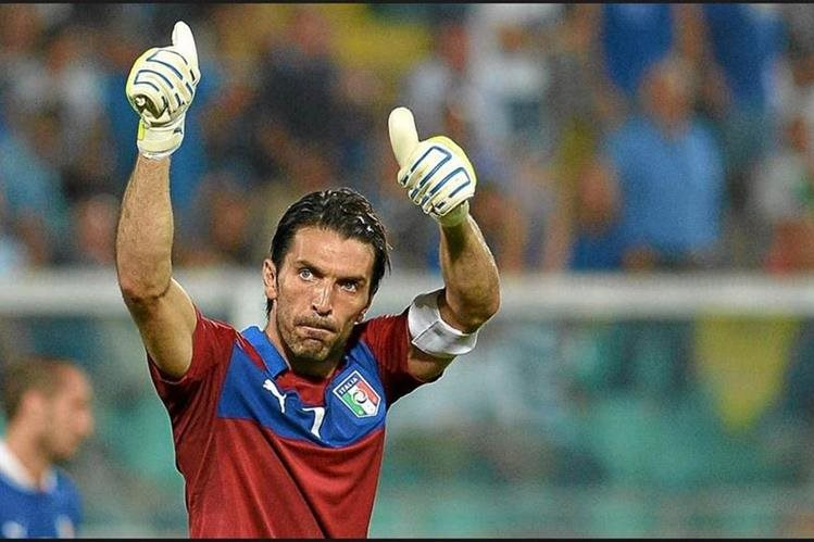 Gianluigi Buffon confía volver a jugar otro mundial con la Selección de Italia. (Foto Prensa Libre).