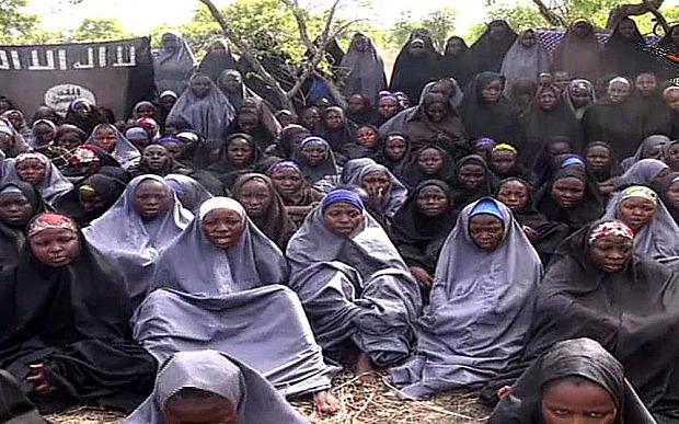 El secuestro de las niñas de Chibok ha sido uno de los más emblemáticos. Los terroristas se las llevaron mientras estudiaban en una escuela, la fotografía es la última que difundió Boko Haram. (Foto: Hemeroteca PL).
