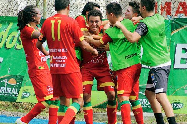 Los jugadores de Malacateco festejaron el domingo ante la Universidad de San Carlos. (Foto Prensa Libre: Hemeroteca PL).