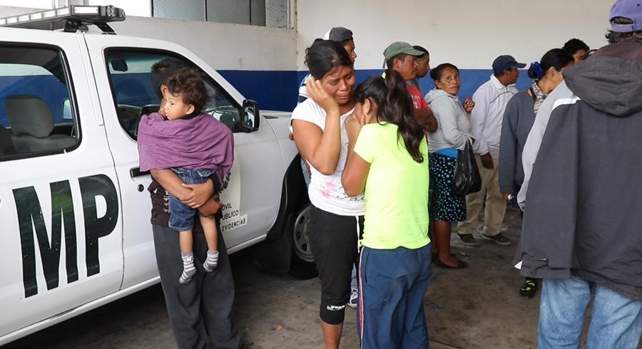 Familiares y amigos de la víctima lamentan lo sucedido y piden a las autoridades justicia. (Foto Prensa Libre: Hugo Oliva)