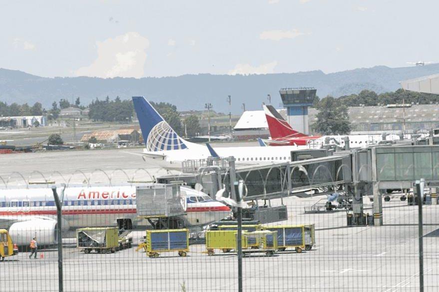El Aeropuerto La Aurora ha sido cuestionado por inoperante. (Foto: Hemeroteca PL)