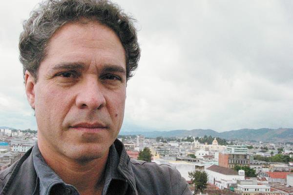 Escritor Rodrigo Rey Rosa publica su libro La cola del dragón (Foto: Hemeroteca PL).
