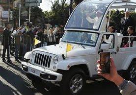 El papa Francisco realiza una gira de cinco días por México.( Foto Prensa Libre: EFE)
